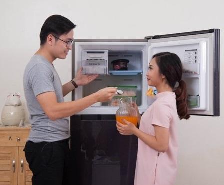 cửa tủ lạnh bị hư